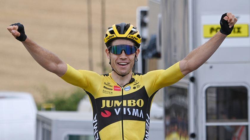 Ciclismo. Van Aert vence primeira etapa do Critério do Dauphiné