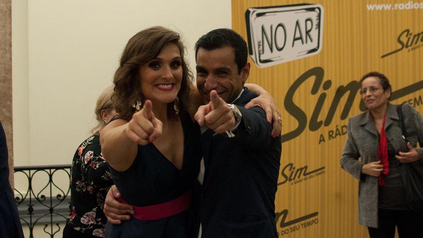 Inês Carneiro e José Manuel Monteiro - duas das vozes mais queridas da Rádio Sim