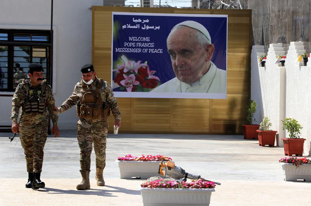Em Bagdad, intensificam-se os preparativos para a visita do Papa. Foto: Ahmed Jalil Foto: EPA