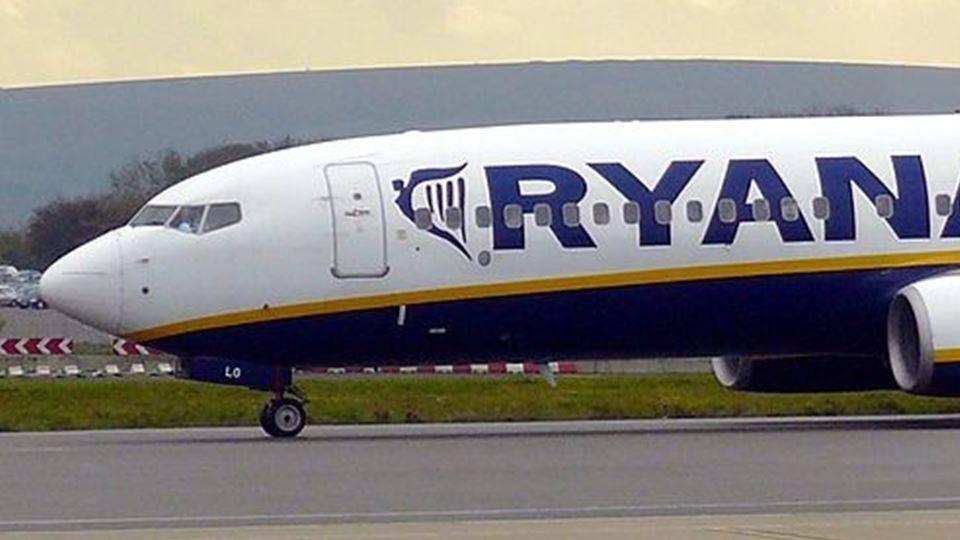 Passageiros da Ryanair com dir...