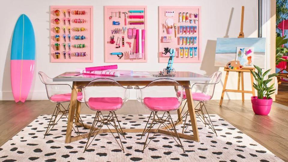 a mesa de trabalho da Barbie