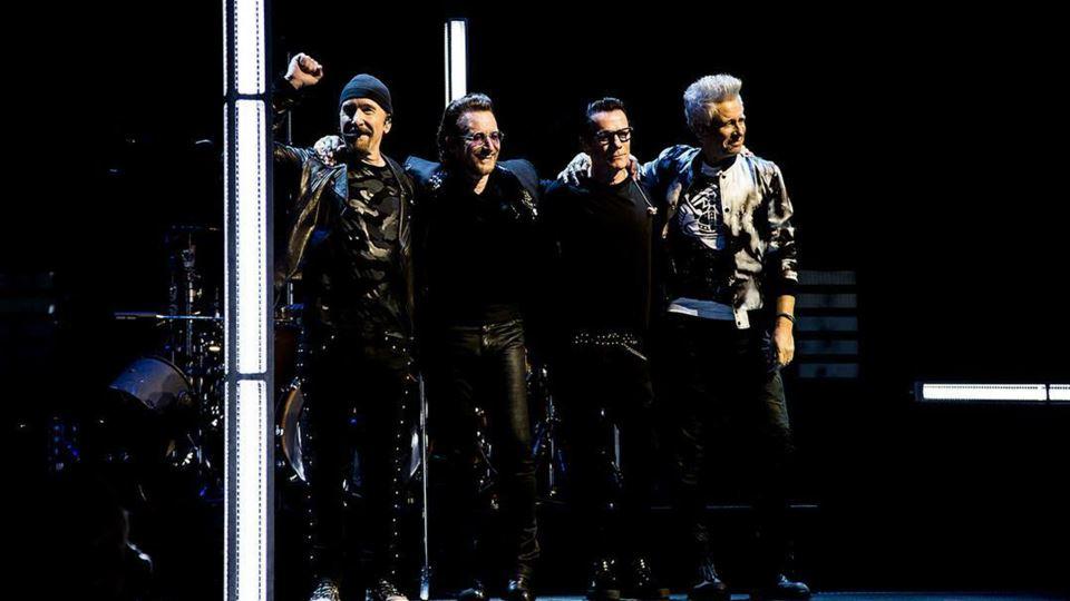 U2 ajudam financeiramente cole...