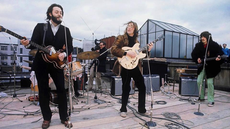 Beatles ao vivo no telhado do Numero 3 de Saville Row em Londres