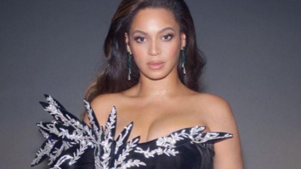 O vestido de Beyoncé de que to...