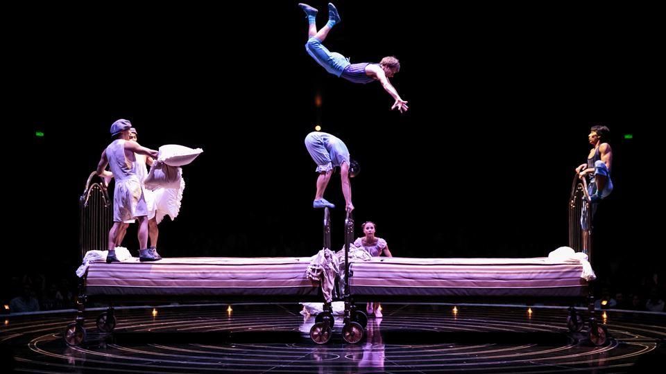 Bouncing Beds_Lucas Saporiti Costumes Dominique Lemieux 2015 Cirque du Soleil Photo 2