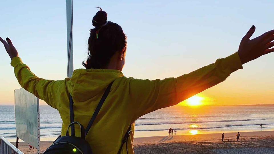 Carolina Camargo na praia