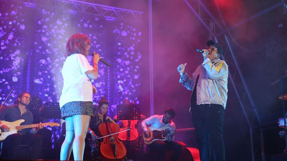Este domingo Carolina Deslandes convidou Agir para o concerto em Cascais