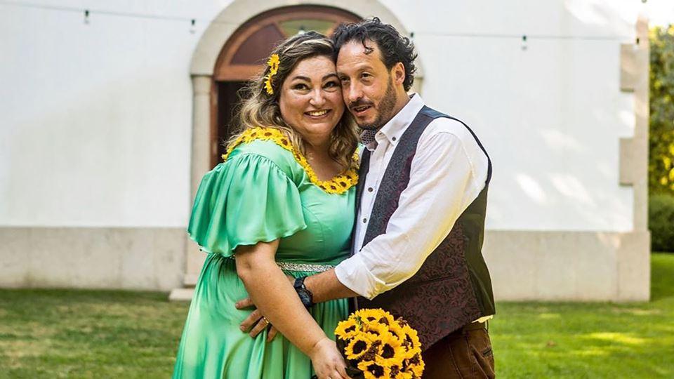 Noivos vestidos de Shrek e de ...