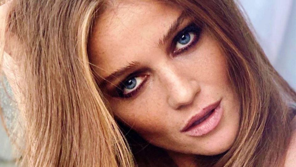 Modelo Cintia Dicker grava víd...