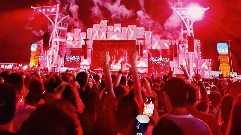 Fogo de artifício durante o concerto de Drake