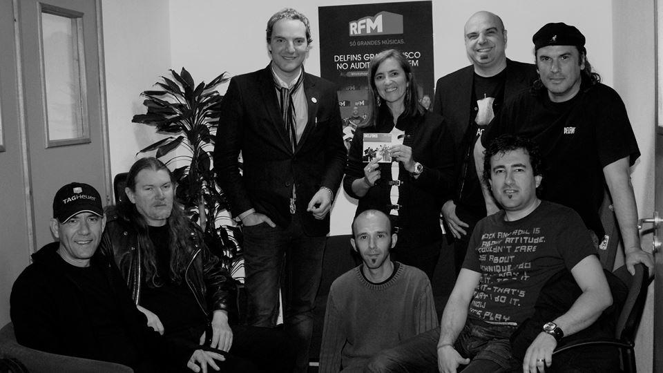 Delfins na RFM com o disco que gravaram no auditório em 2008