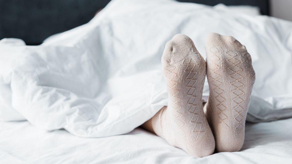Dormes com ou sem meias? Uma d...