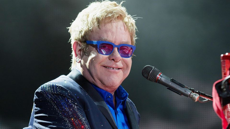 Elton John em lay-off depois d...