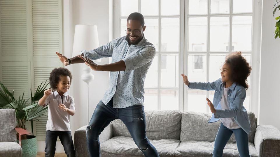 As famílias que brincam são as...