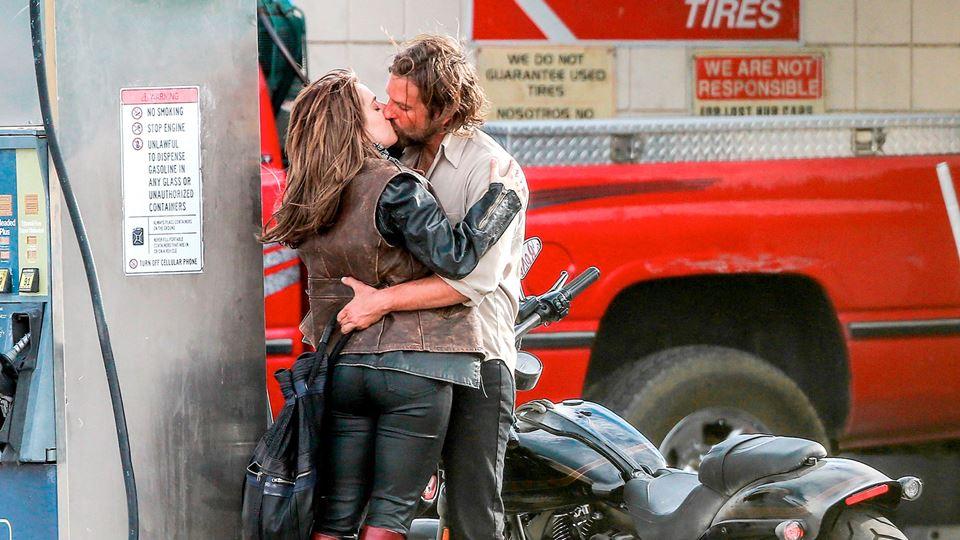 Lady Gaga e Bradley Cooper a v...