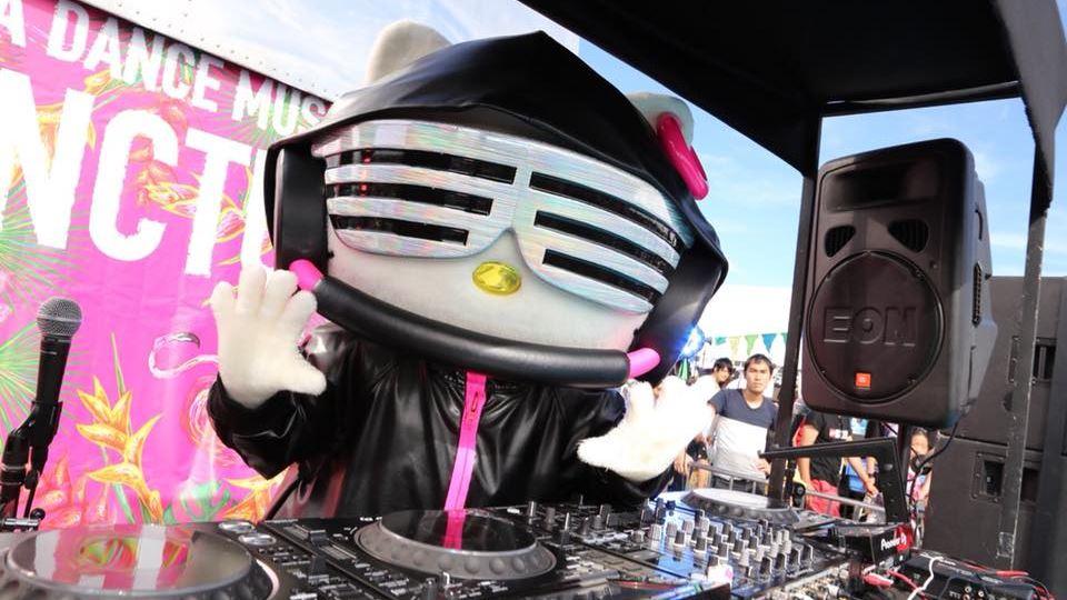 IMAGENS: facebook.com/DJ.Hello.Kitty.sanrio.license