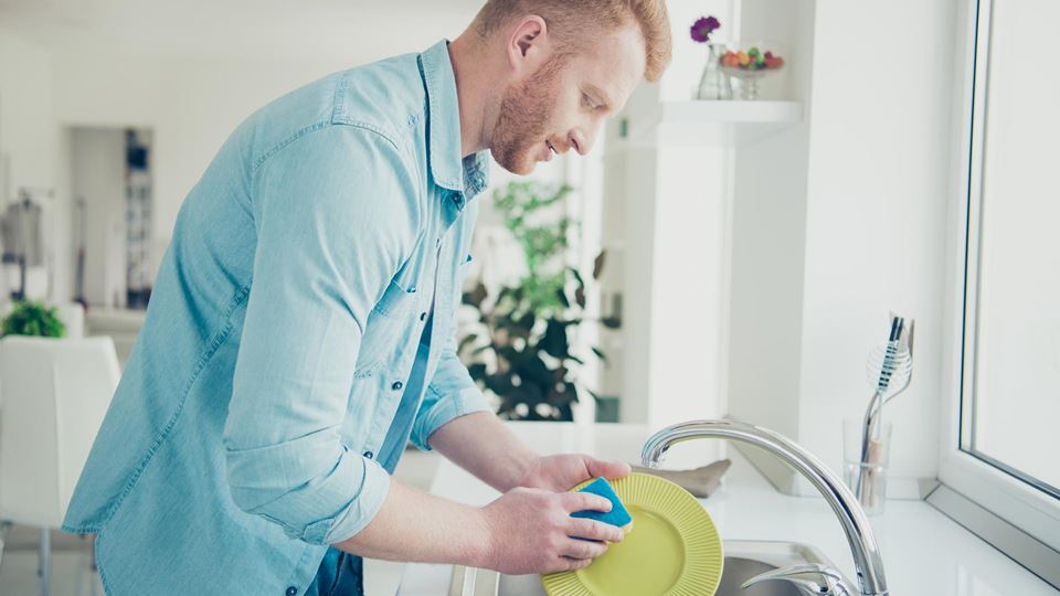 Diz-nos como lavas a louça e d...