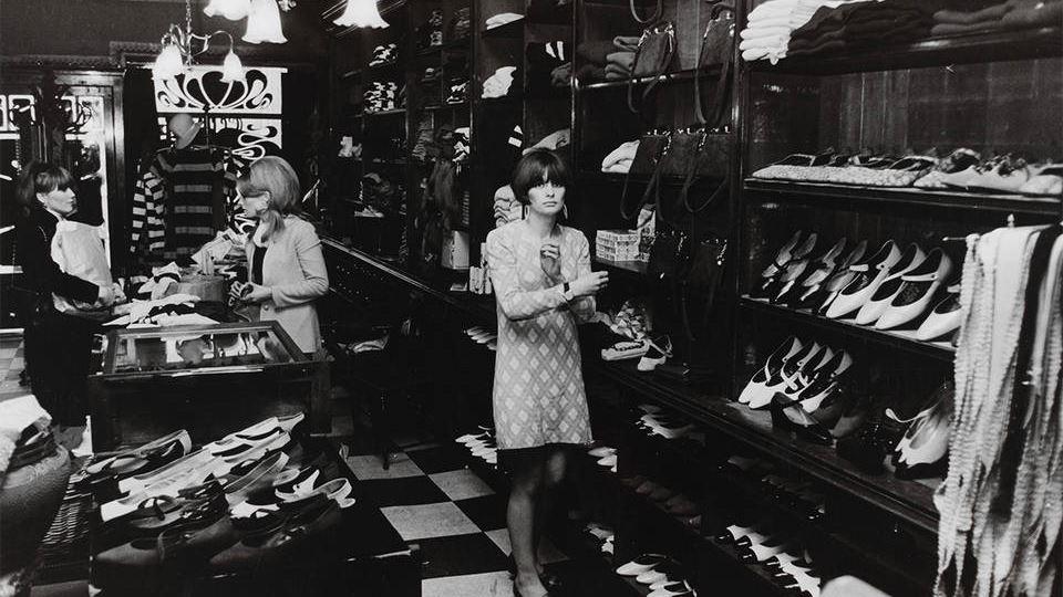 Interior of the Biba store, Kensington High Street, 1960s. Photograph by Philip Townsend. Museum no. E.3674-2007 © Philip TownsendVictoria and Albert Museum, London