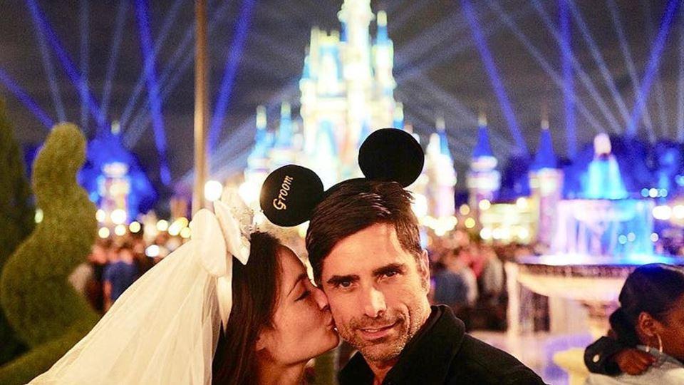 John Stamos e Caitlin McHugh casaram na Disneyland