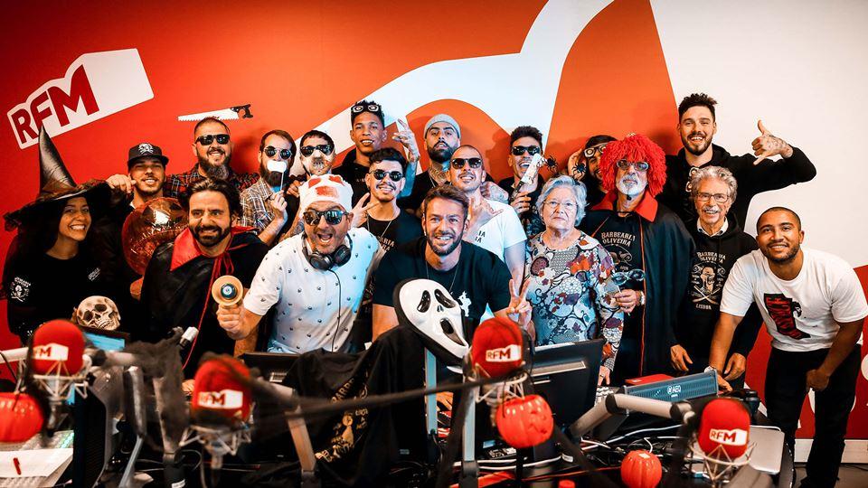 José Coimbra com Kura em dia de Halloween com a Barbearia Oliveira
