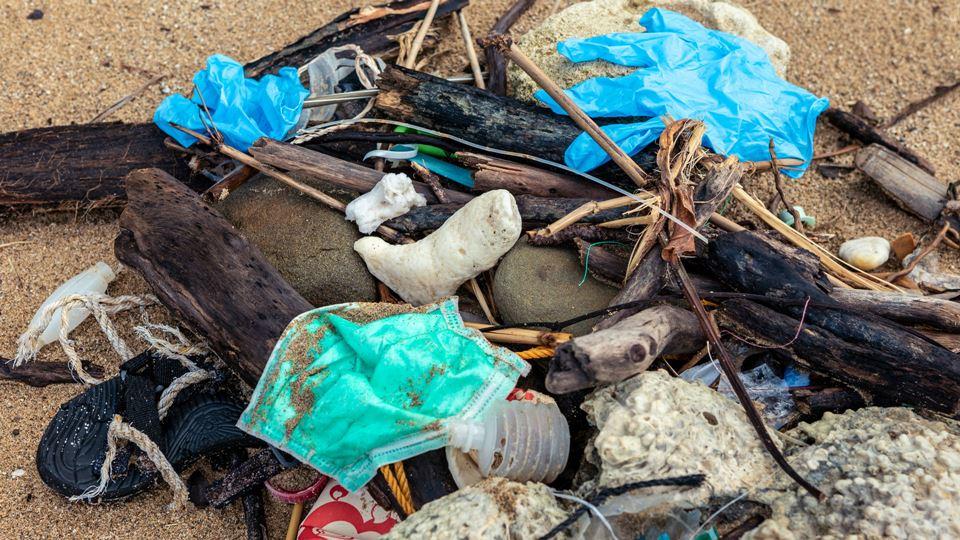 Lixo apanhado no mar
