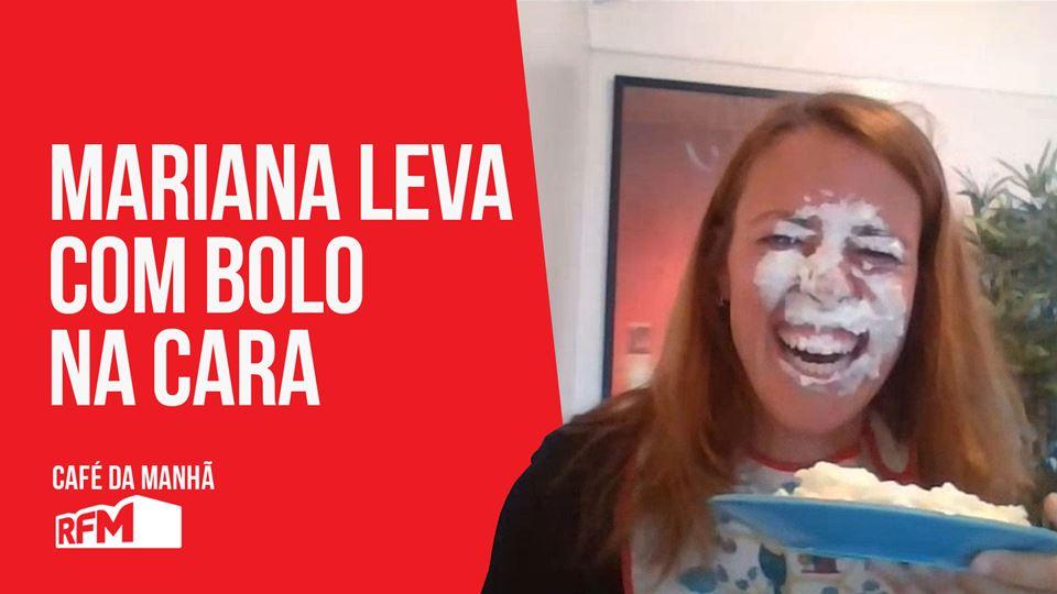Mariana leva com bolo na cara