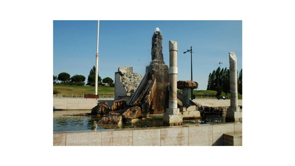 monumento 25 abril cutileiro