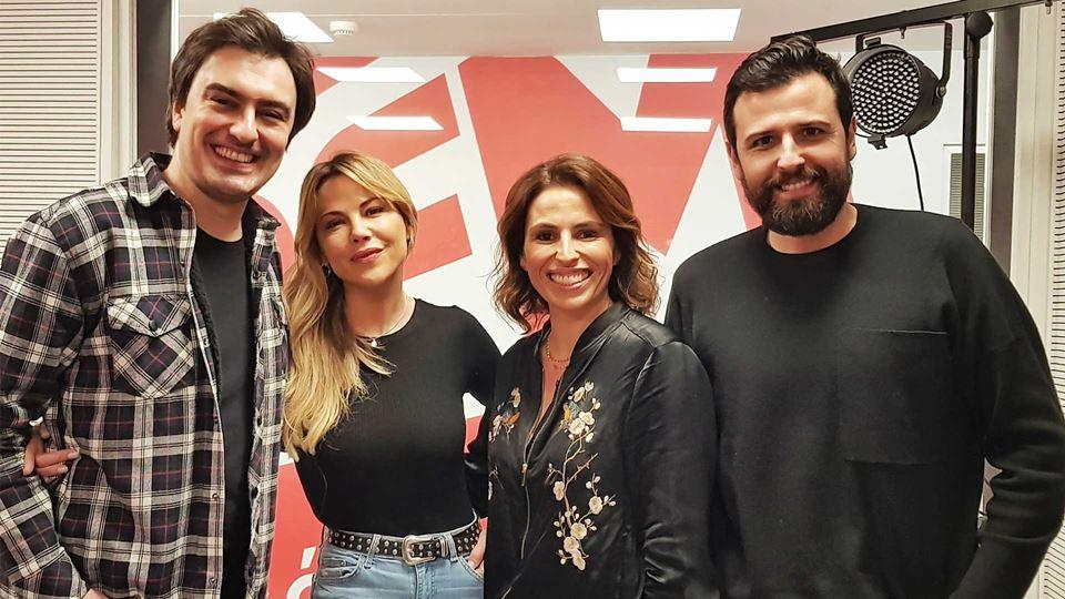 Oceana Basílio com a equipa DO Wi-fi da RFM