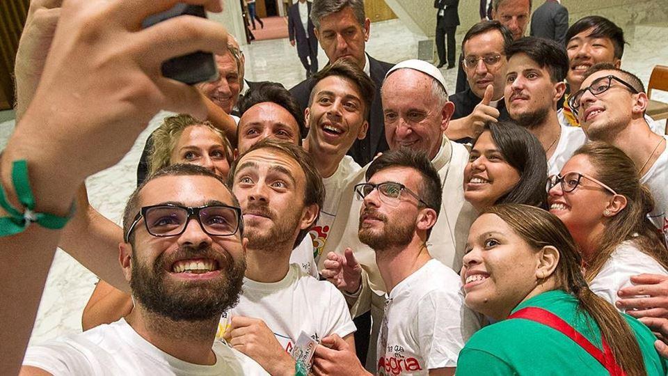 papa francisco e selfies