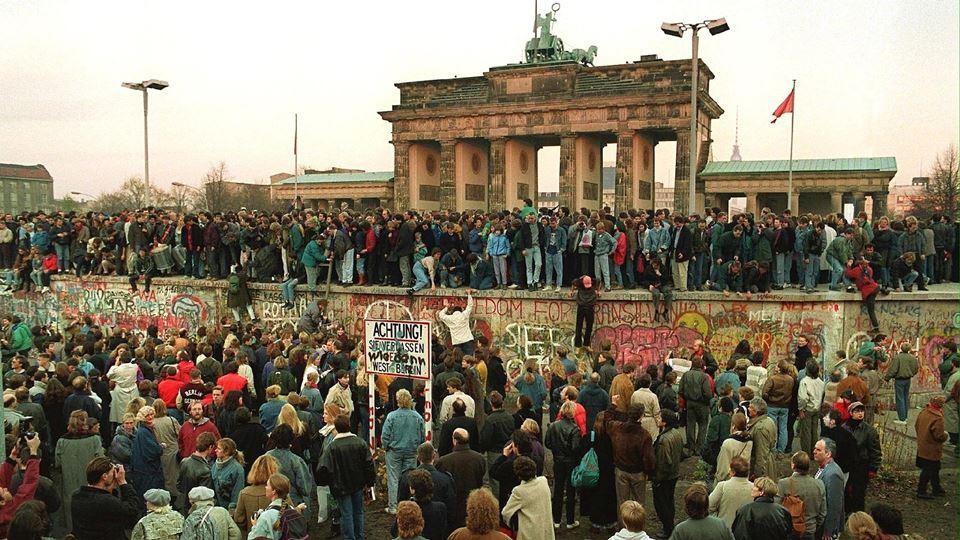 O muro de Berlim foi derrubado...