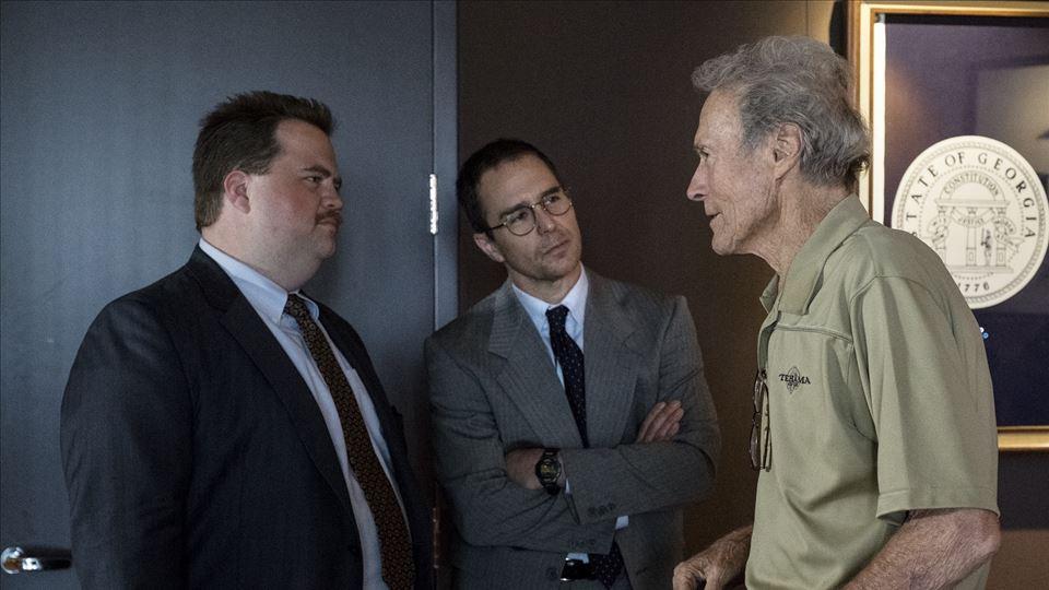 Clint Eastwood com Sam Rockwell (o advogado) e Paul Walter Hauser (Richard Jewell)