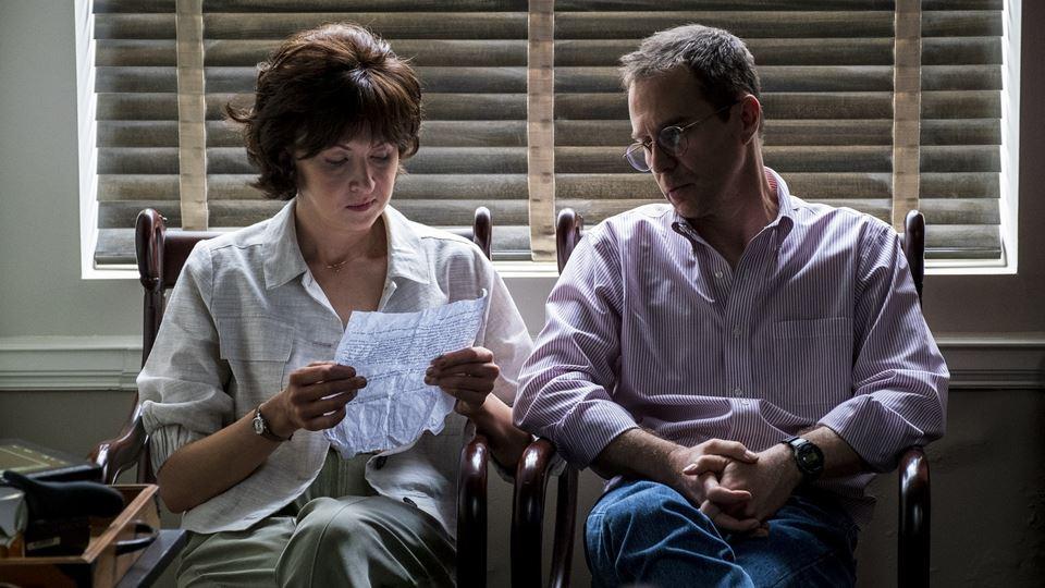 Sam Rockwell (o advogado Watson Bryant) e Nina Arianda ( a assistente Nadya Light)