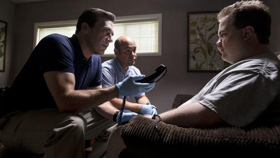 Jon Hamm(o investigador Tom Shaw) e Ian Gomez  ( investigador Dan Bennet) e Paul Walter Hauser (Richard Jewell)