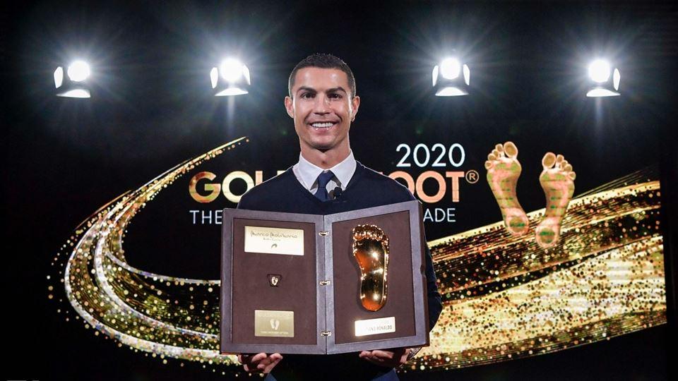 Cristiano Ronaldo recebe prémi...