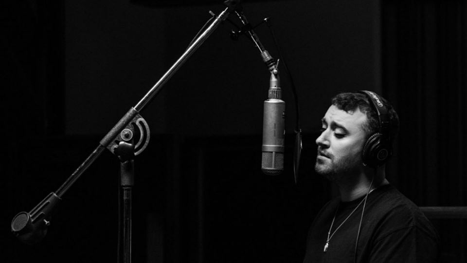 Sam Smith altera nome e data d...