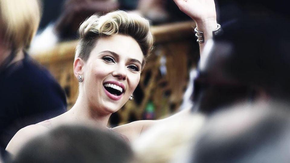 Scarlett Johansson também de m...