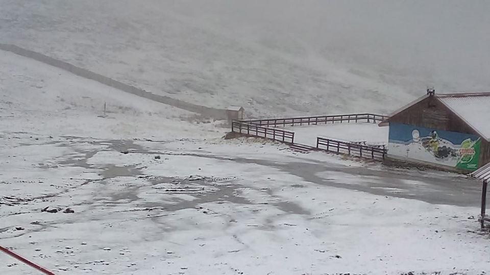 A neve já cai na Serra da Estr...