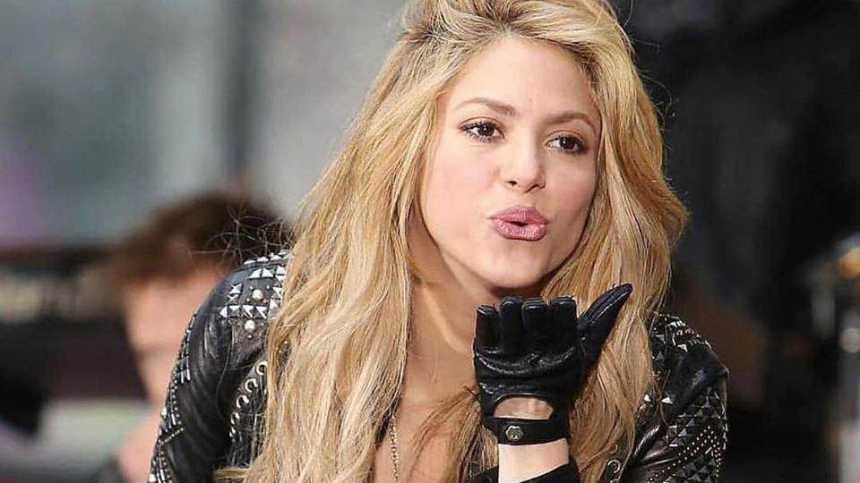 Shakira pára produção de perfu...