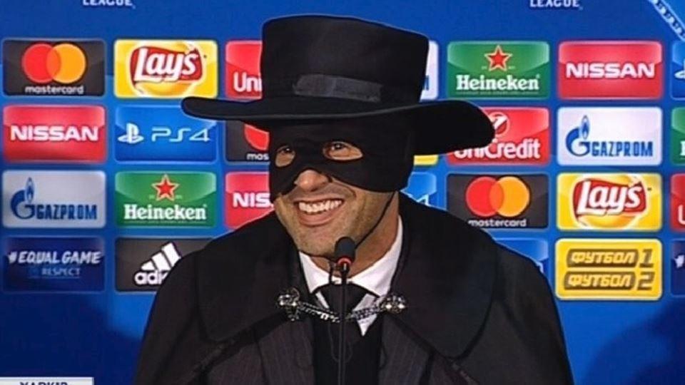 Depois da vitória, o Zorro foi...